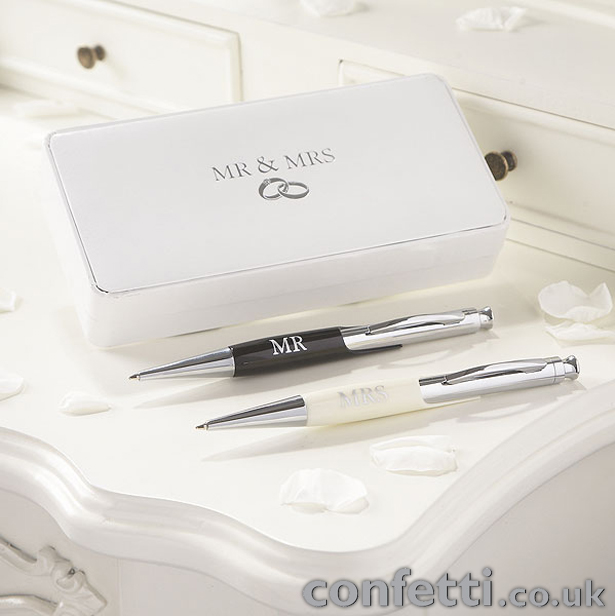 Bride and Groom Mr and Mrs Pen Set