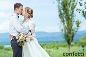 bride_and_groom_kissing