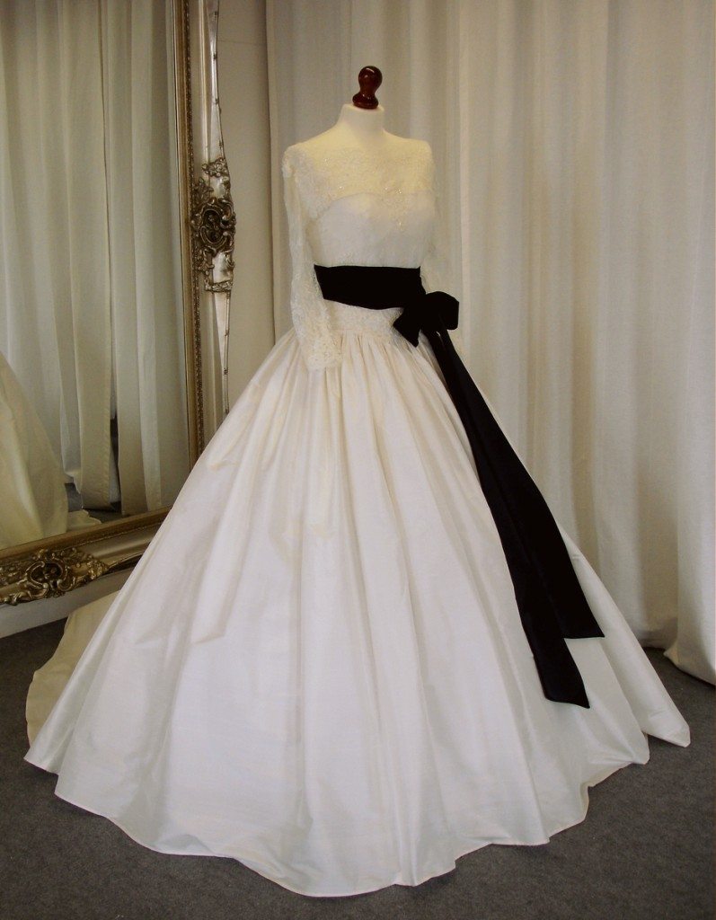 Wedding dresses to suit your body shape for Wedding dresses by body shape