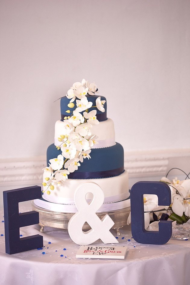 white and navy wedding cake detail