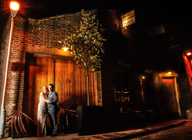 Evening wedding bride and groom outside by streetlamp| Confetti.co.uk