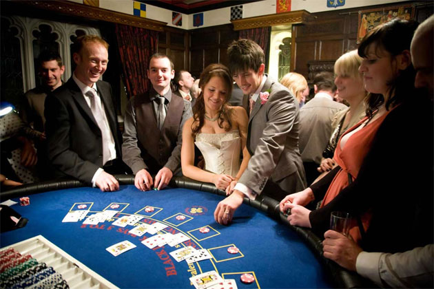 Wedding casino bride and groom entertainment