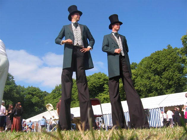 Wedding entertainment stilt walkers, fun at weddings
