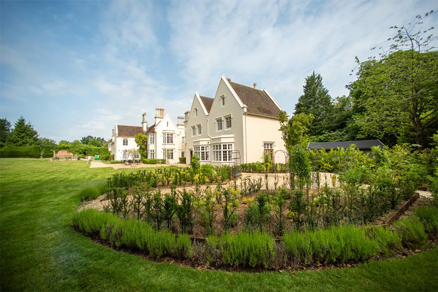 Silchester House 17th Century Grade II Listed Country House by Bijou Weddings - Grand Intimate Wedding Venues in the Countryside   Confetti.co.uk