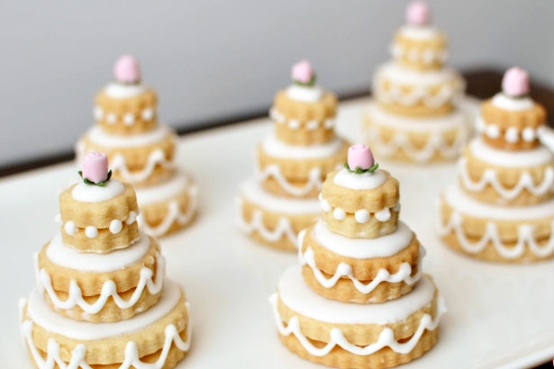 odlums biscuit wedding cake the biscuit wedding cake confetti co uk 17972