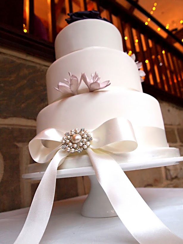 Cake Design Washington Tyne Wear : Regally Ivory & Purple - Suzanne & Damian s Real Wedding ...