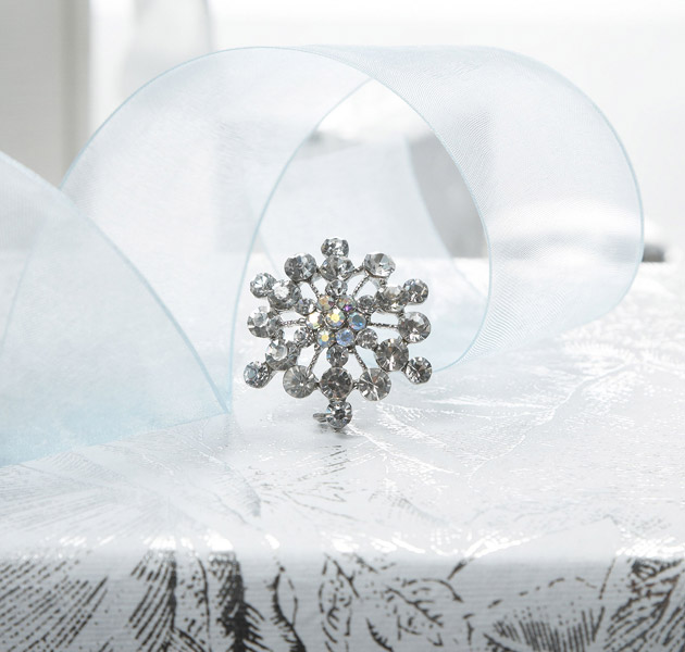 Vintage Snowflake Brooch (Winter Theme)