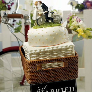 Cake topper with bicycle