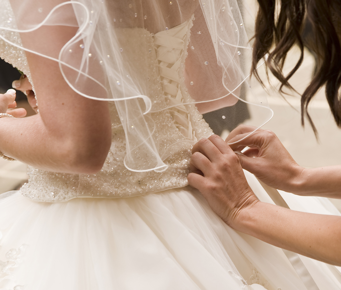 How much will your wedding dress cost and where should you buy it ...