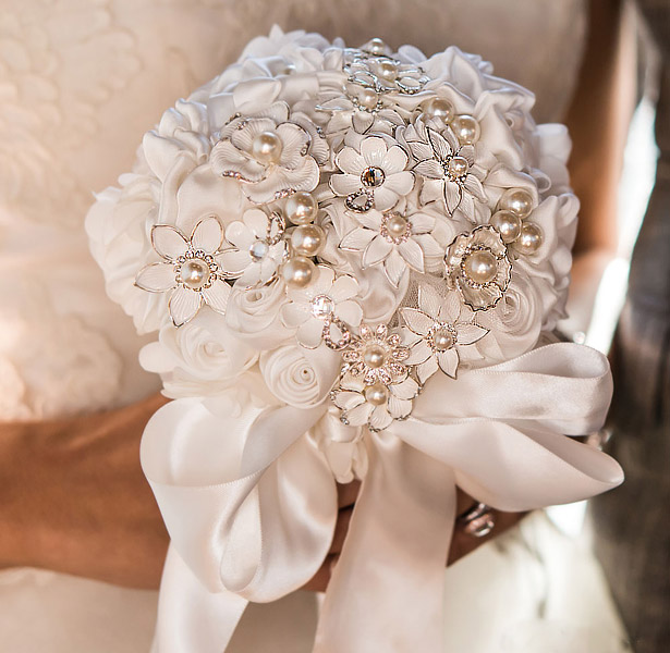 9552-i_couture-brooch-bridal-bouquet7b05c0ff2b1f568ae6bb66be0cb9a7dc
