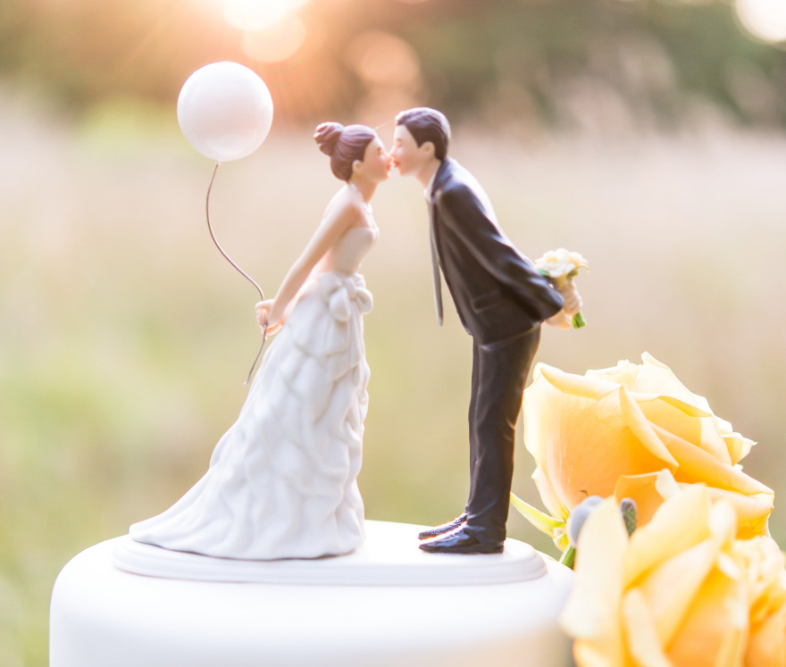 """""""Leaning In For A Kiss"""" Balloon Wedding Cake Topper - Wanderlust Cake Topper   Confetti.co.uk"""
