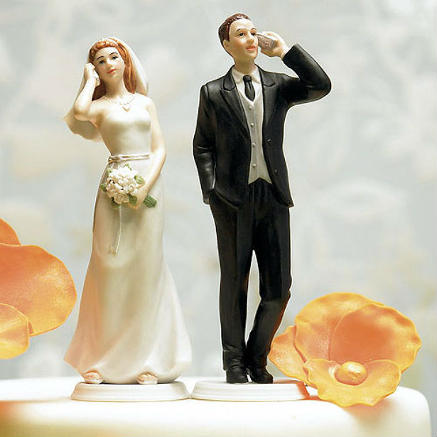 bride and groom mobile phone cake topper