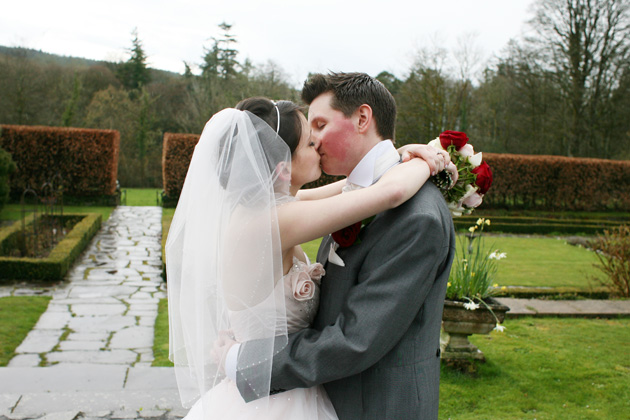 The bride and groom kissing | Confetti.co.uk