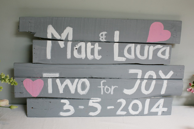 Matt and Laura's personalised rustic wedding sign| Confetti.co.uk