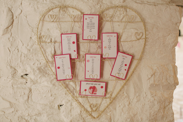 Wired heart seating plan idea | Confetti.co.uk