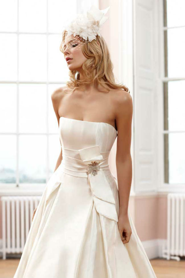 Strapless designer wedding dress with bow detail by Sassi Holford