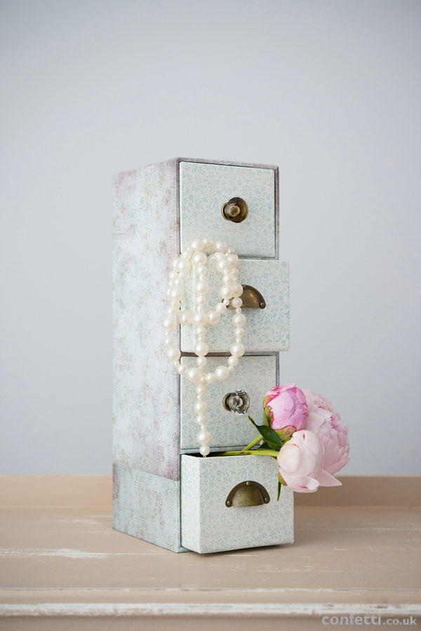 DIY Wedding Friday | Vintage Drawer Tutorial | Peonie Flowers and Pearls | Confetti.co.uk