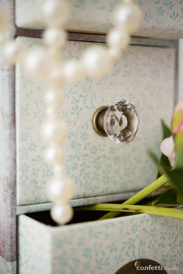 DIY Wedding Friday | Vintage Drawer Tutorial | Crystal Handel| Confetti.co.uk