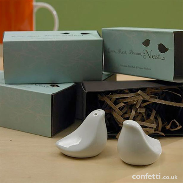 Woodland themed wedding favours | Love Bird salt and pepper shaker wedding favour | Confetti.co.uk