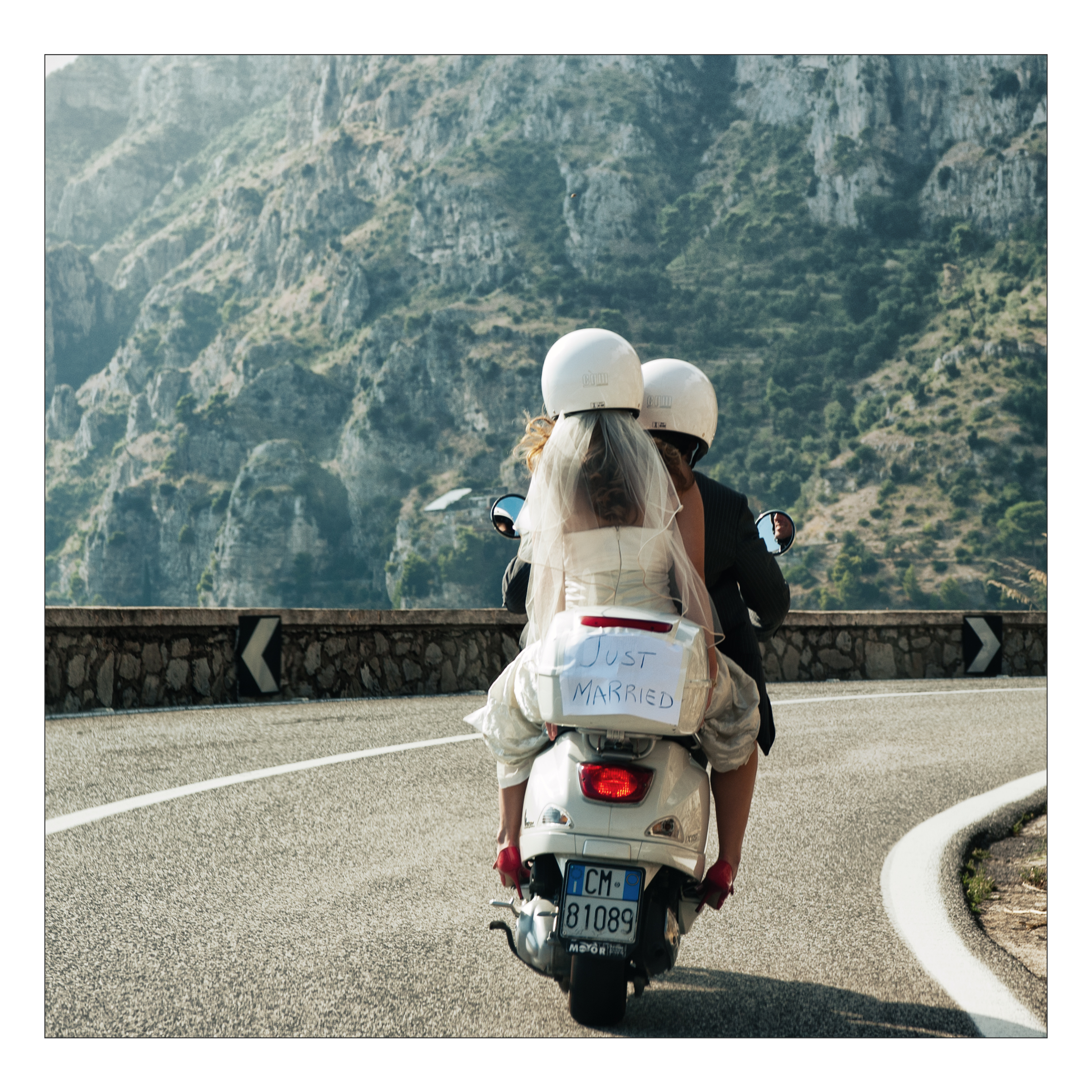 Honeymoon bound, bride and groom make their getaway on the Amalfi Coast, Italy | Confetti.co.uk