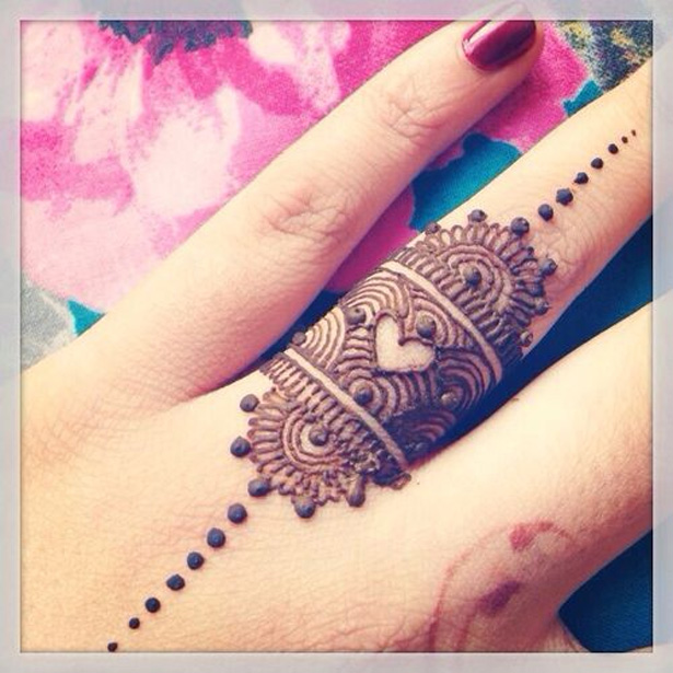 Unique mehndi ideas | Mehndi on your ring finger | Heart deisgn mehndi | Confetti.co.uk