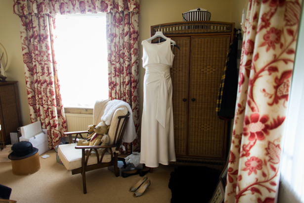 Brides bedroom | 1920's inspired white wedding dress | Abigail and Chris's Real Christmas Wedding | Confetti.co.uk