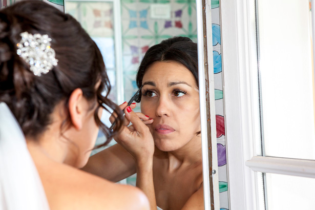Bride doing her own make up for her big day | DIY wedding ideas | Leanne and Chris's Real Italian Wedding | Confetti.co.uk