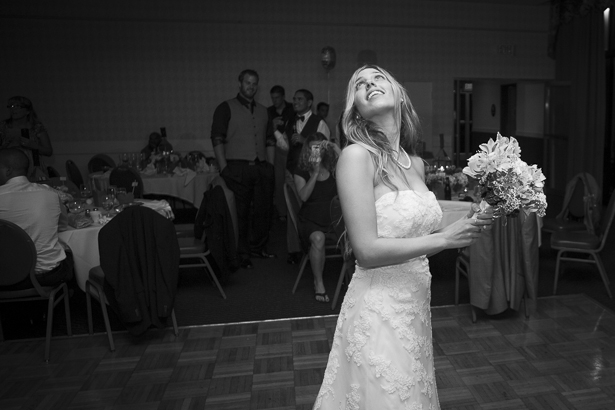 Bride getting ready to throw her bouquet | Crystal & Giampaolo California Real Wedding |Destination Wedding | Confetti.co.uk