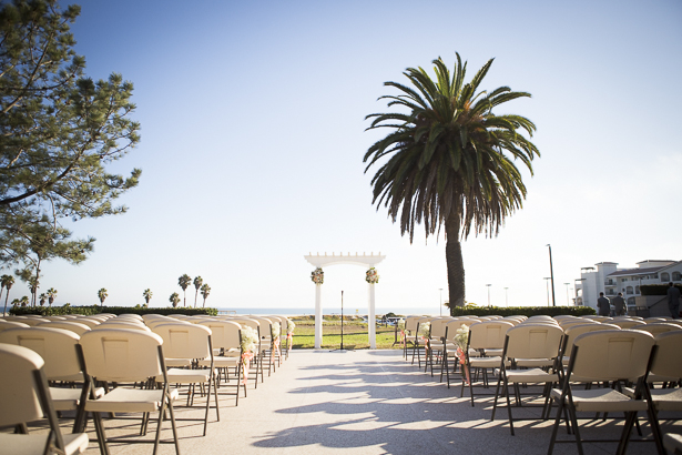 Outdoor wedding ceremony| Beach wedding ceremony | Crystal & Giampaolo California Real Wedding |Destination Wedding America | Confetti.co.uk