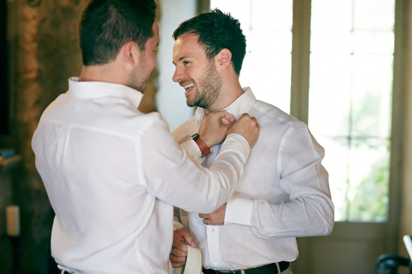 10 things to get th ebest man to do | Best man helping the groom on his wedding day | Wedding moments to capture | Confetti.co.uk
