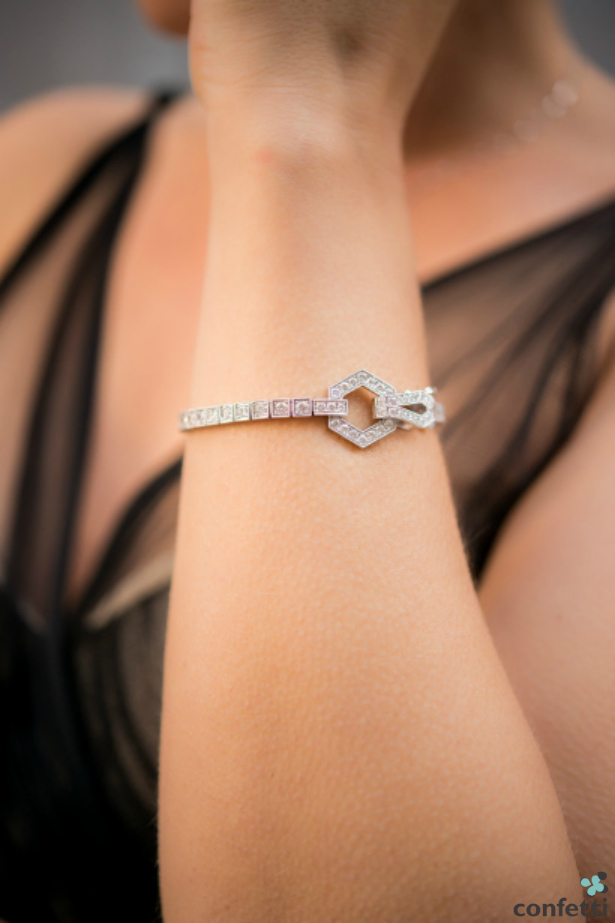 A tennis bracelet as a gift for a new bride   Confetti.co.uk