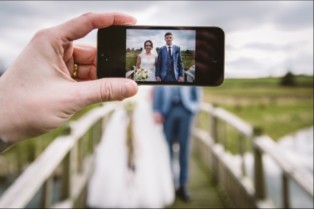 You can still capture mobile photos when you have an unplugged wedding | Confetti.co.uk