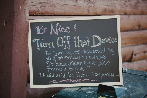 Be nice and turn off that device! How to ask your guests to stay unplugged on your wedding | Confetti.co.uk