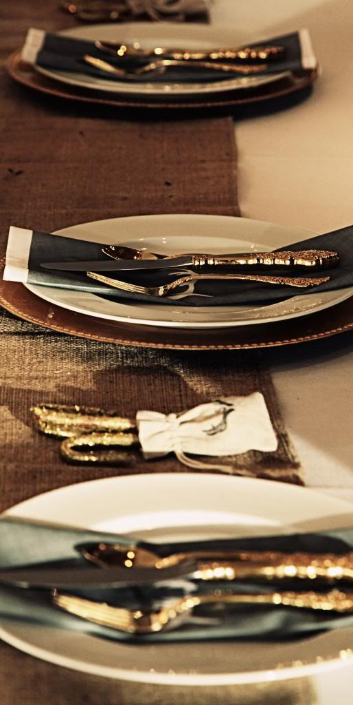 Gold accented cutlery takes this winter wedding theme to the top | Confetti.co.uk