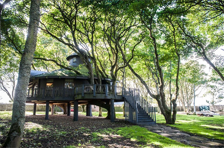 Ackergill Tower's Treehouse Hideaway - Unique Wedding Venues - Wedding Venues in the Scottish Highlands - Unusual Wedding Venues in Scotland | Confetti.co.uk