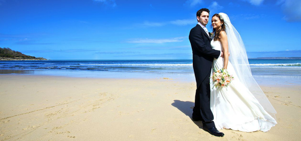 Have an exclusive beach wedding at the stunning Carbis Bay Hotel & Estate. | Confetti.co.uk