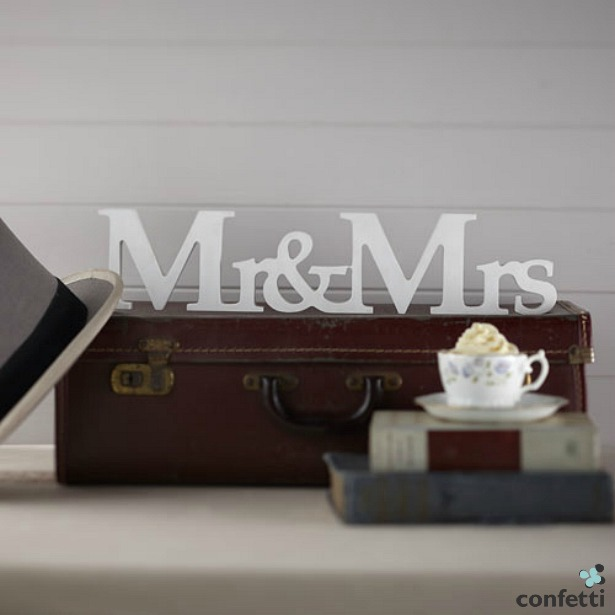Vintage Affair Mr and Mrs Mr and Mrs quiz questions wooden sign | Confetti.co.uk