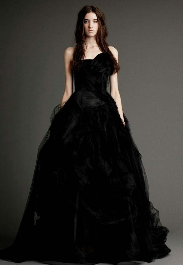 How to be sophisticated in a black wedding dress for Pictures of black wedding dresses