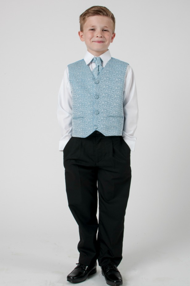 Junior usher in a waistcoat | Confetti.co.uk