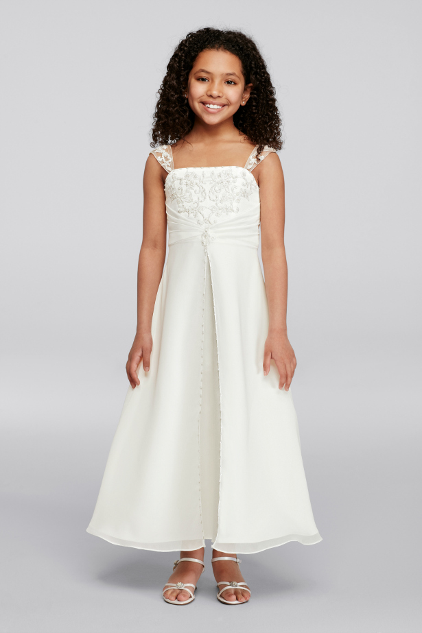 Flower girl dressing in white | Confetti.co.uk
