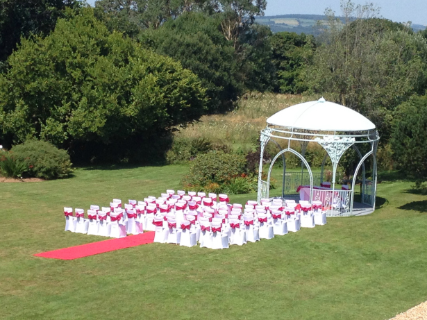 Outdoors wedding UK | Confetti.co.uk