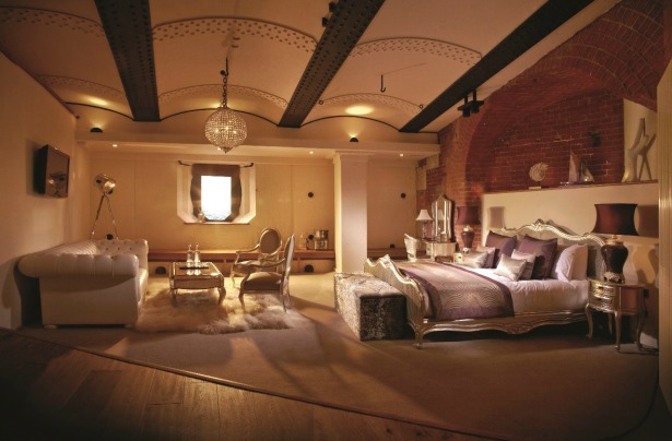 A luxury bedroom at Spitbank Fort   Confetti.co.uk