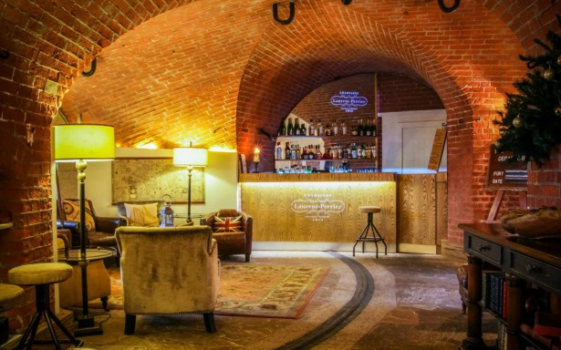 The Champagne bar at Spitbank Fort   Confetti.co.uk