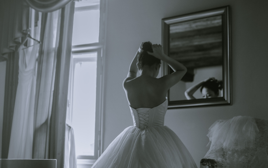 Wedding traditions and superstitions: Mirrors