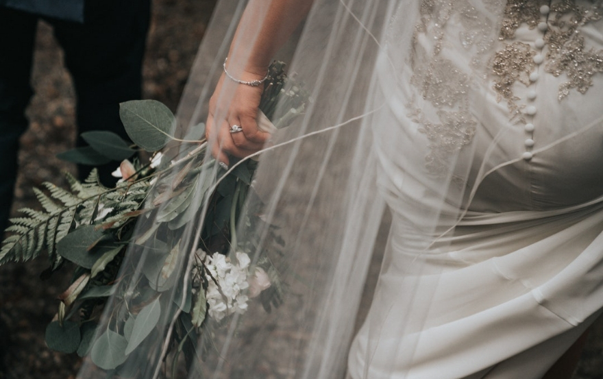Wedding traditions and superstitions: bridal bouquet
