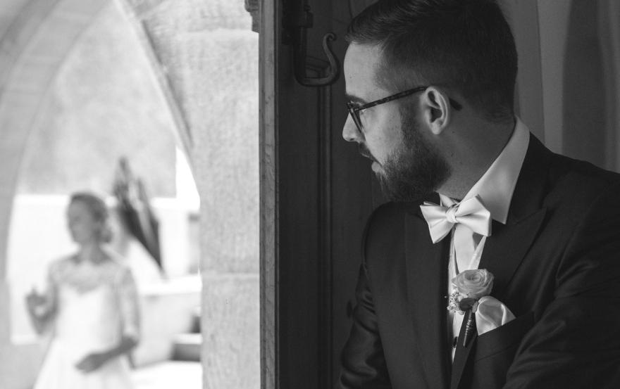 Wedding traditions and superstitions:Not see each other