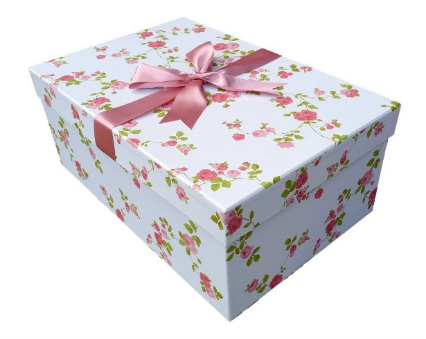 Floral wedding dress box with ribbon | Confetti.co.uk