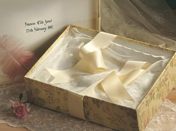Best wedding dress storage solutions and travel cases for Acid free box for wedding dress