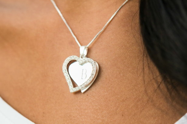 A Stunning Silver Necklace   Confetti.co.uk