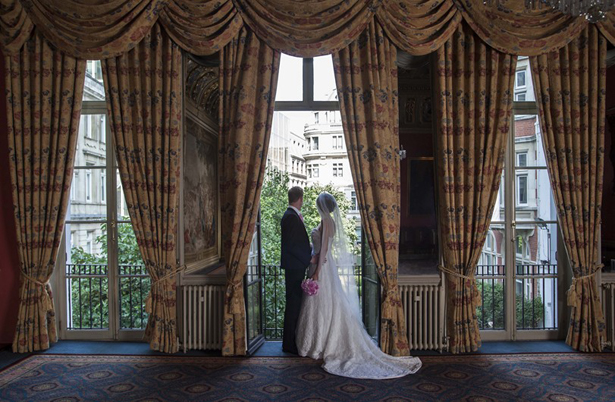 The Historic London Wedding Venue Drapers' Hall | Confetti.co.uk
